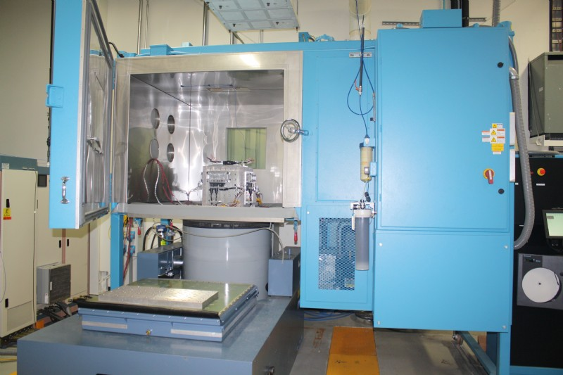 An AGREE temperature chamber on wheels next to a UD shaker enables easy vertical and horizontal vibration testing in a controlled temperature/humidity environment