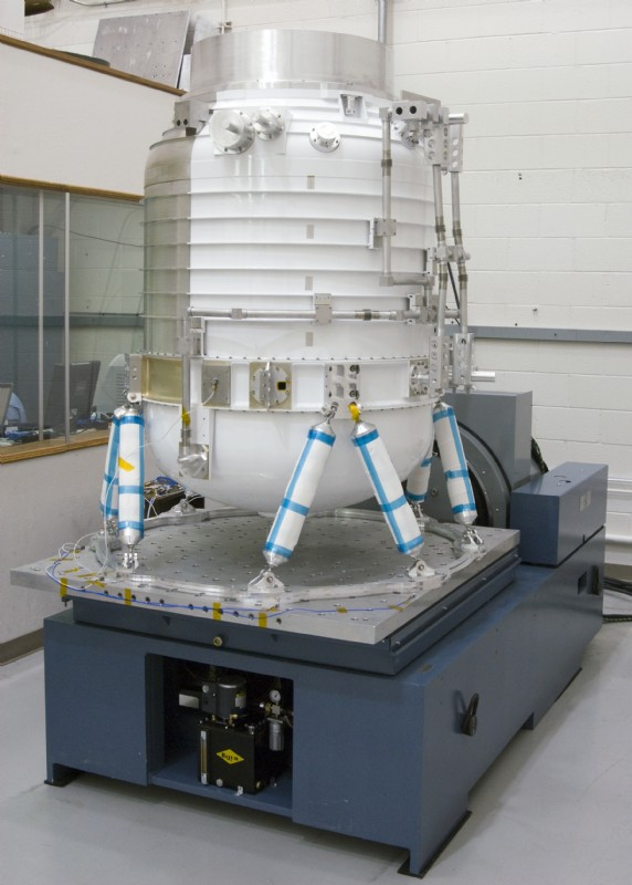 High performance UD shakers with large slip plates make it possible to test oversize aerospace equipment