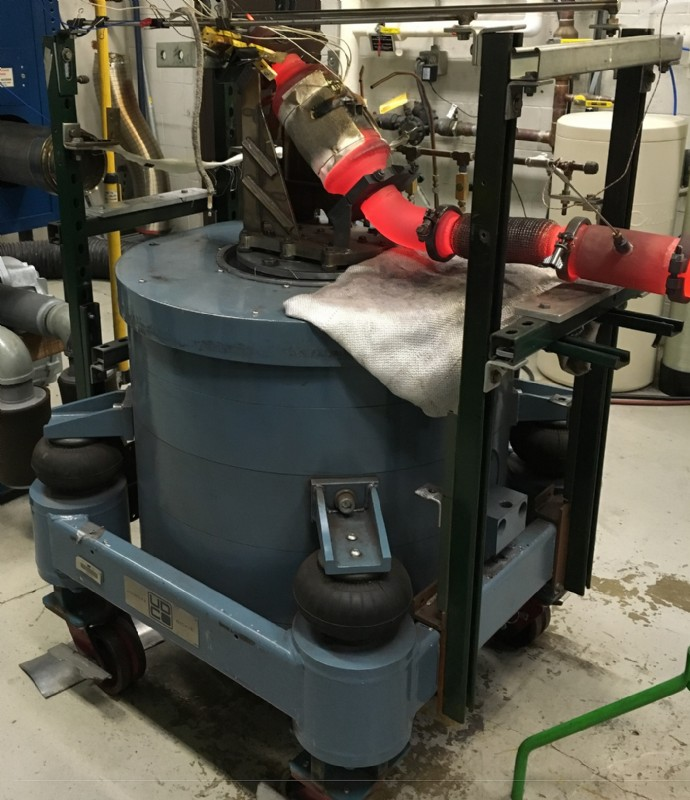 Red-hot catalytic converter vibration testing on a low profile UD shaker